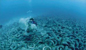 Свалка покрышек под водой