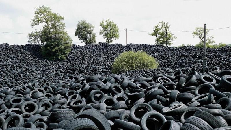 Огромная свалка шин